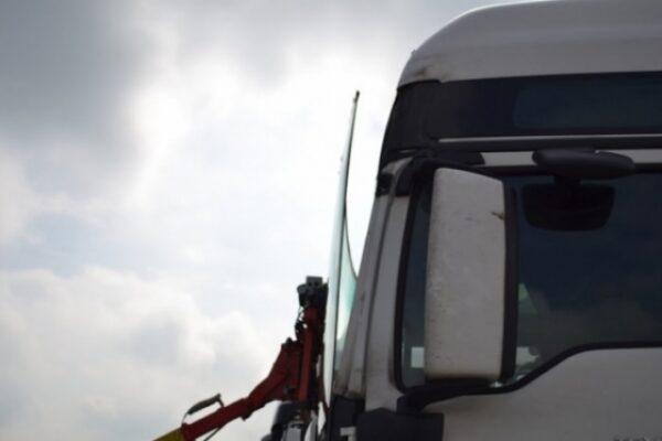 truck-windscreen-05